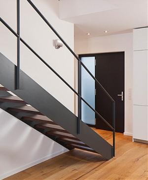 moderne stahlwangen treppen mit stahl oder edelstahlgel nder. Black Bedroom Furniture Sets. Home Design Ideas